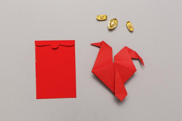 origami-near-red-envelope